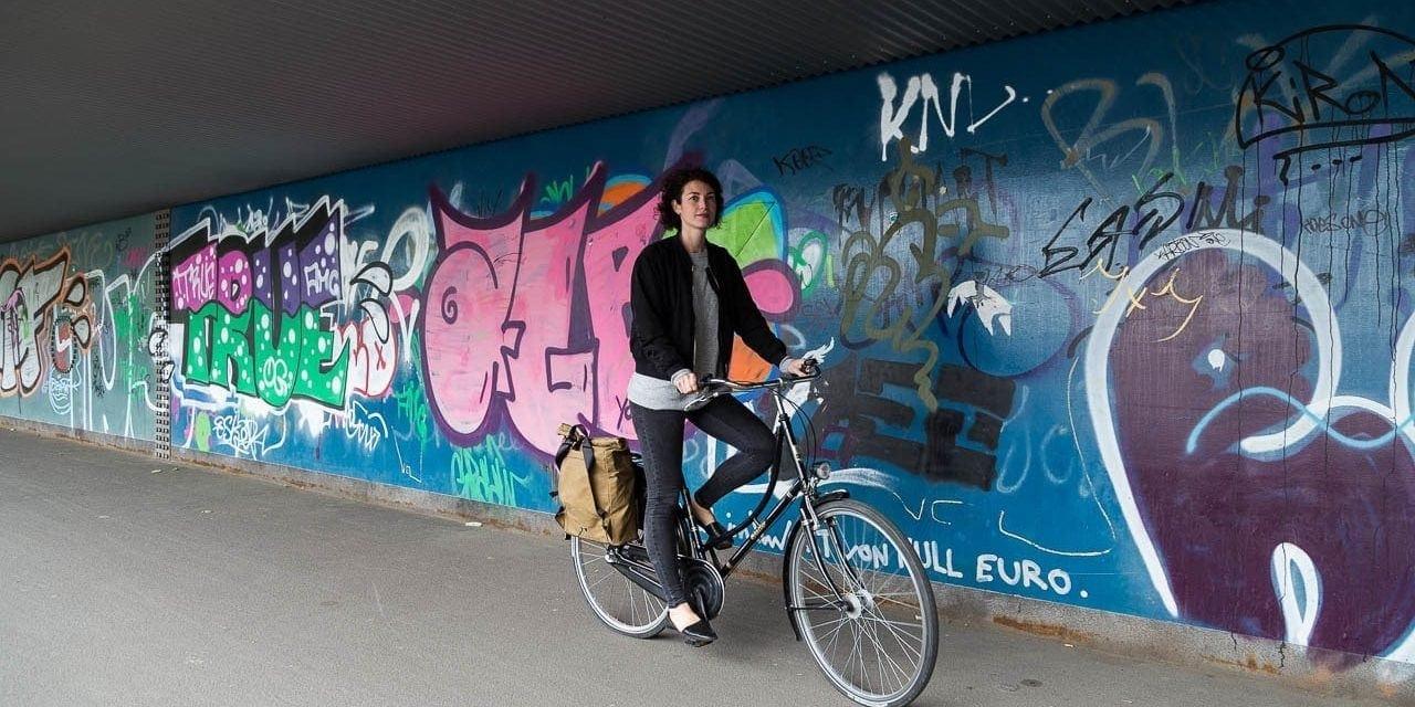 Fahrradrucksack THE URBAN Traveller aus gewachster Baumwolle. Unterwegs.