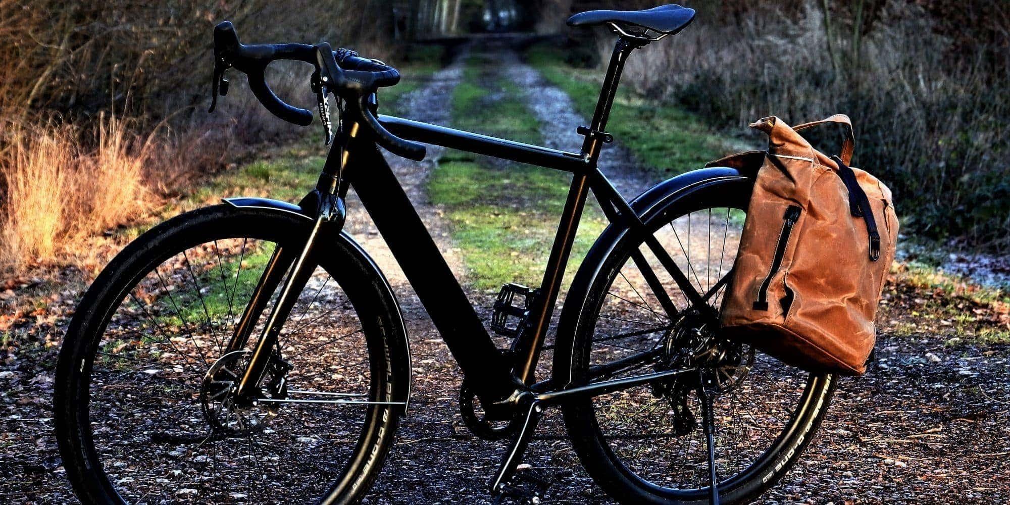 Fahrradrucksack in der Farbe Tan am Fahrrad